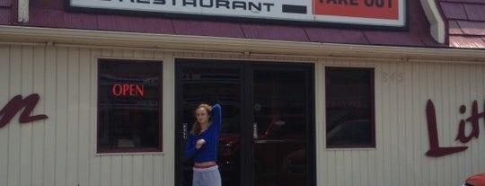 Whites Restaurant is one of สถานที่ที่ Joanna ถูกใจ.