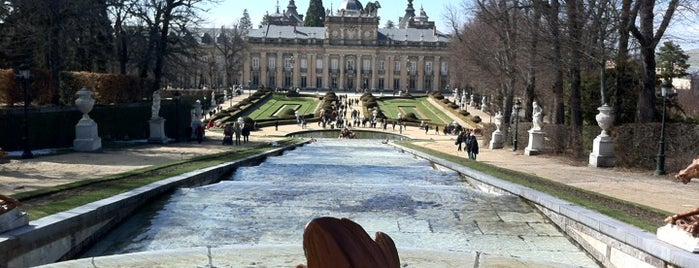 Jardines del Palacio Real de La Granja is one of Locais salvos de Luciana.
