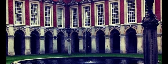 Hampton Court is one of Pleasure Spots in the UK.