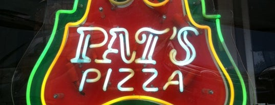 Pat's Pizza is one of Lugares favoritos de Kirk.