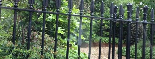 Evelyn Gardens is one of สถานที่ที่ Payal ถูกใจ.
