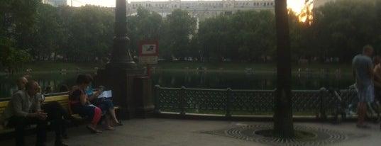 Patriarshiye Ponds is one of Walking.