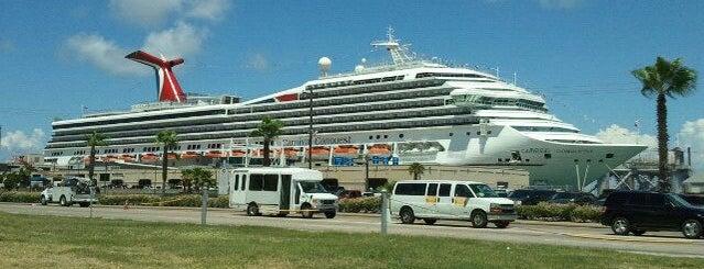 Galveston Cruise Terminal #2 is one of Heshu 님이 좋아한 장소.