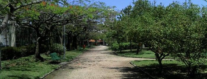 Praça Professor José Bernardino (Praça do Pomar) is one of 10 melhores passeios com crianças.