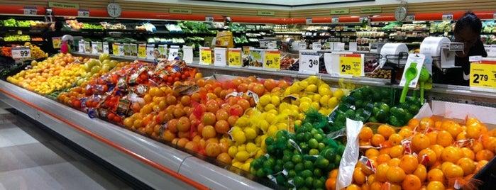 Shoppers Food Market is one of Tanya'nın Beğendiği Mekanlar.
