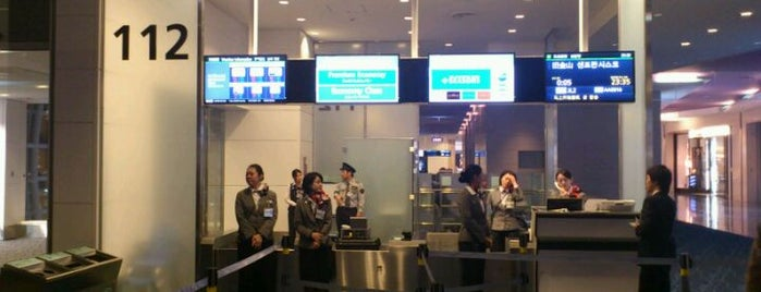 Gate 112 is one of 羽田空港 国際線 搭乗口.