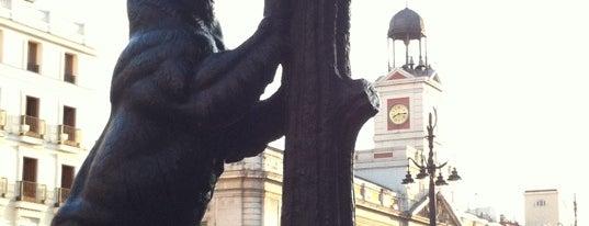 Estatua del Oso y el Madroño is one of 101 sitios que ver en Madrid antes de morir.