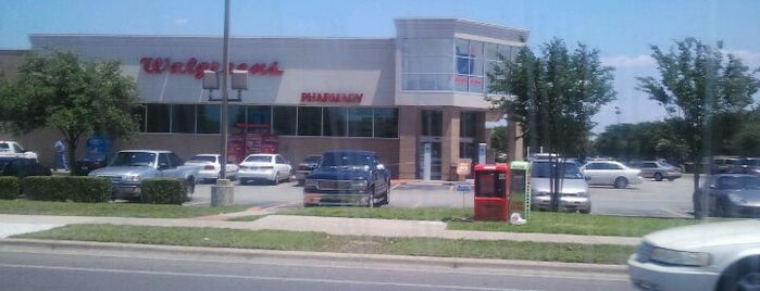 Walgreens is one of Locais curtidos por Samah.