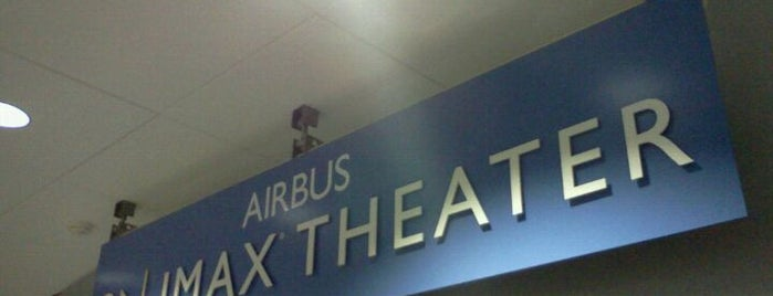 Airbus IMAX Theater is one of Lieux qui ont plu à Leonda.