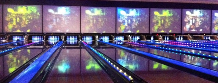 Bowlmor Dallas is one of Lugares favoritos de Katherine.