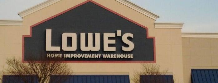 Lowe's is one of Tempat yang Disukai Glen.
