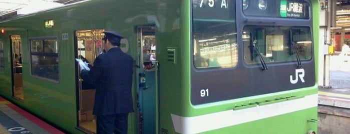 JR 天王寺駅 17-18番線ホーム is one of yasuuri 님이 좋아한 장소.