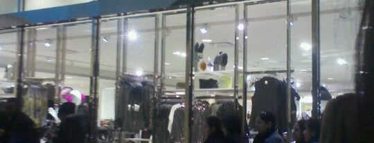 Forever 21 is one of Locais curtidos por Emeltri G..