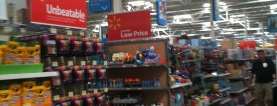 Walmart Supercenter is one of Luluさんのお気に入りスポット.