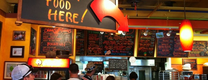 CJ'S Deli & Diner Catering & Events Kaanapali Maui is one of Posti che sono piaciuti a Peetah.