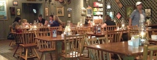 Cracker Barrel Old Country Store is one of Posti che sono piaciuti a Andrew.