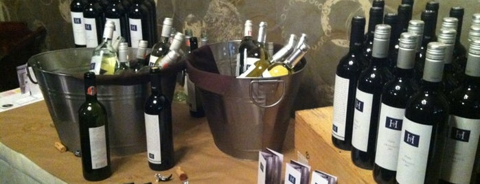 Crush Wine Bar is one of Julieさんのお気に入りスポット.