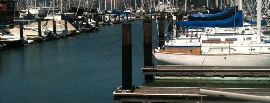 Sausalito Yacht Harbor is one of Dmitryさんのお気に入りスポット.