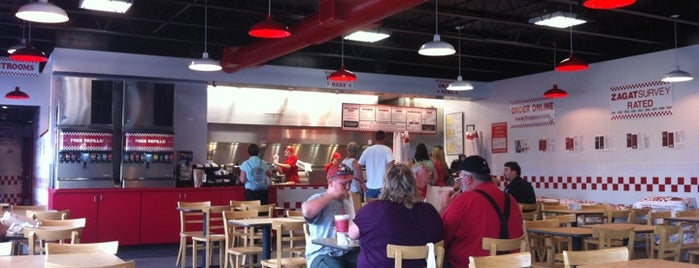Five Guys is one of Lugares favoritos de Christopher.