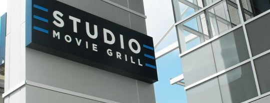 Studio Movie Grill is one of Lieux qui ont plu à Marcus.