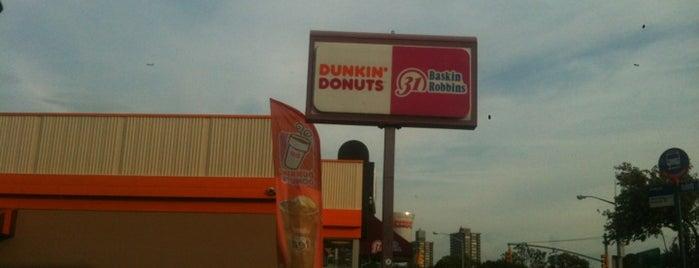 Dunkin' is one of Locais curtidos por Montana.