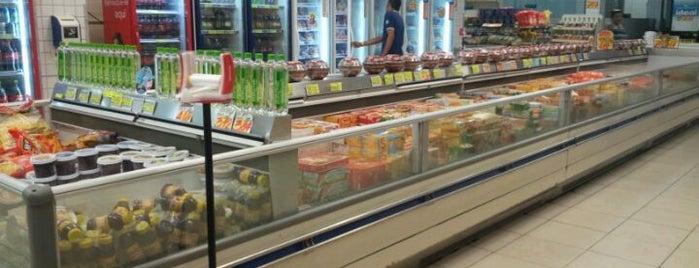 Supermercado Litoral is one of Posti che sono piaciuti a Edward.