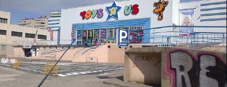 """Toys""""R""""Us is one of Lieux qui ont plu à Jesús M."""