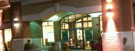 Barnes & Noble is one of Tempat yang Disukai Alan.
