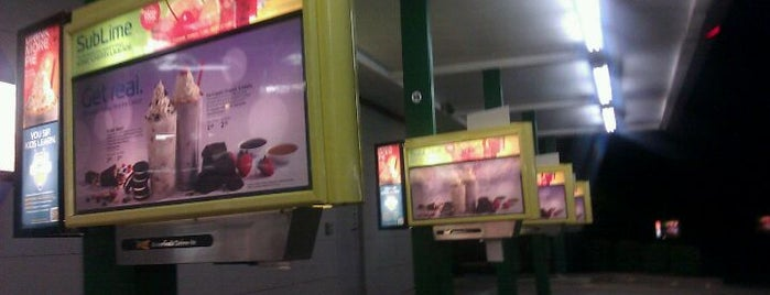 Sonic Drive-In is one of Locais curtidos por Dustin.