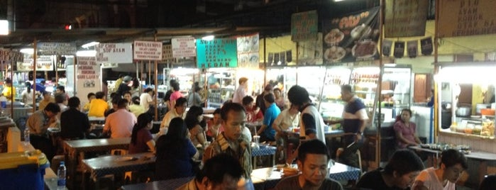 Open Air Food Court - Pluit Sakti is one of Locais curtidos por Jimmy.