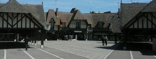 Halles du Marché is one of Christine 님이 좋아한 장소.