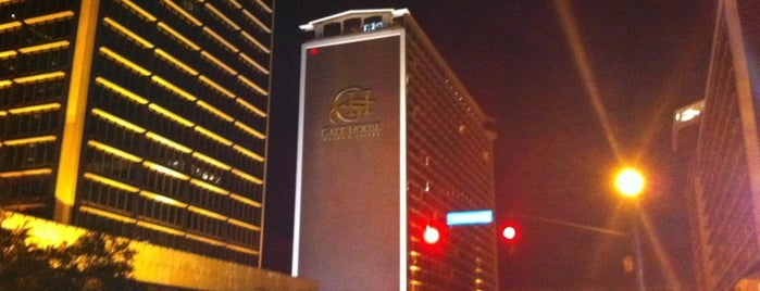 Galt House Hotel is one of Crash Pads.