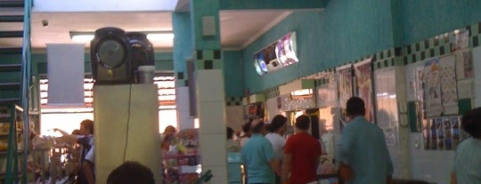 Sorveteria e Cafe Abrolhos is one of Locais curtidos por Kel.