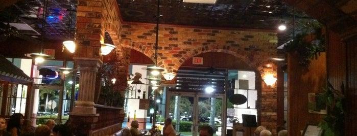 Fratelli's Italian Restaurant is one of Laura 님이 저장한 장소.
