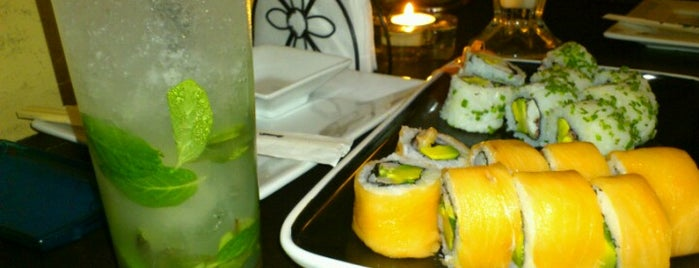 Fusión Púrpura Sushi Bar is one of Lieux qui ont plu à Emsn.