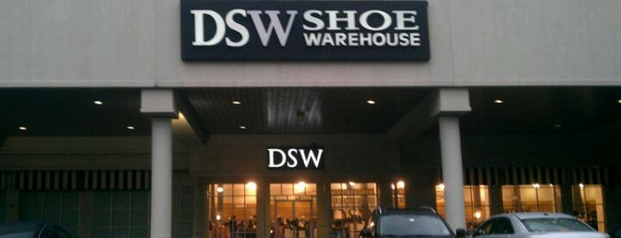 DSW Designer Shoe Warehouse is one of Christaさんのお気に入りスポット.