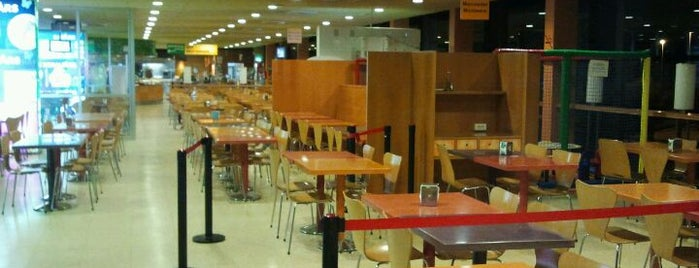 Area De Servei Lleida is one of Erkanさんのお気に入りスポット.