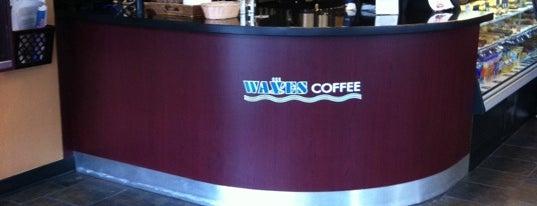 Waves Coffee House is one of Liz'in Kaydettiği Mekanlar.