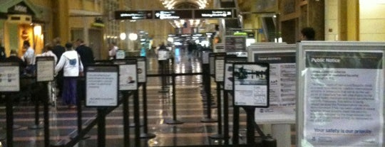 Ronald Reagan Washington National Airport (DCA) is one of สนามบินนานาชาติ (1).