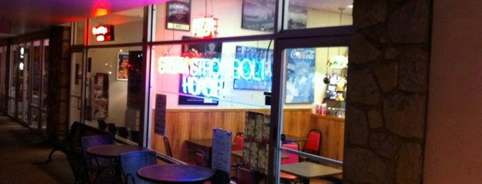 Sal's Pizzeria is one of Lugares favoritos de Mark.