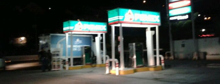 Gasolinera Chilpancingo is one of Lieux qui ont plu à Denise.