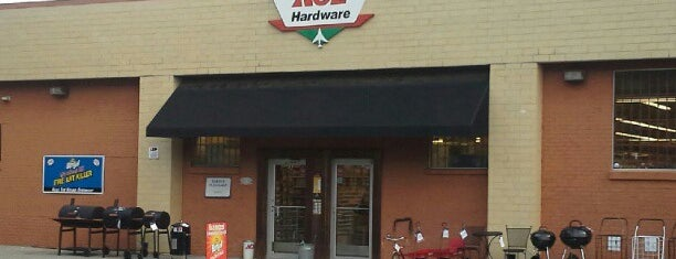 West End Ace Hardware is one of Wendyさんのお気に入りスポット.