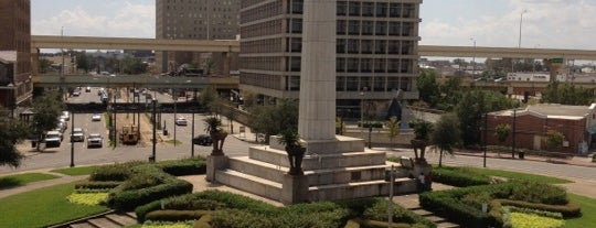 Robert E. Lee Monument is one of New Orleans Recs.
