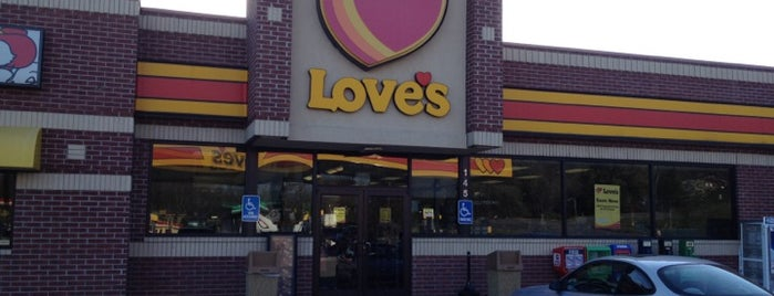 Love's Travel Stop is one of Kimberlyさんのお気に入りスポット.