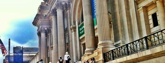 Metropolitan Museum Steps is one of Experience Central Park on The Mark Bikes.