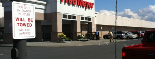 Fred Meyer is one of Locais curtidos por Drew.