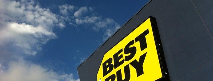 Best Buy is one of Lugares favoritos de Jennifer.