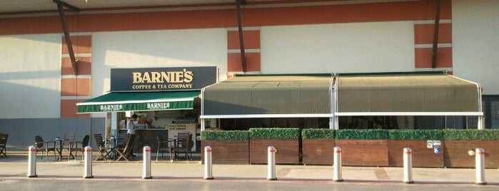 Barnie's Coffee is one of Tempat yang Disukai Deniz.