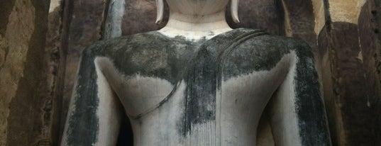 Wat Si Chum is one of Sukhothai.