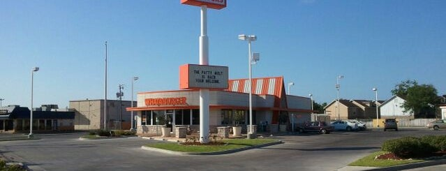 Whataburger is one of Posti che sono piaciuti a J..